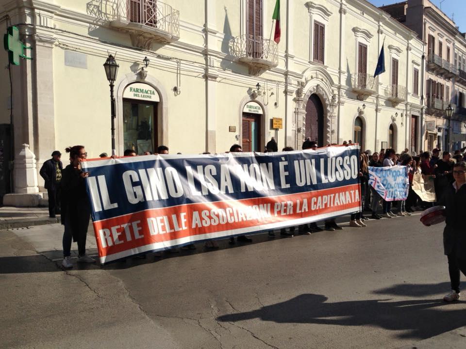 Studenti e Forza Nuova in corteo a Foggia per il Gino Lisa