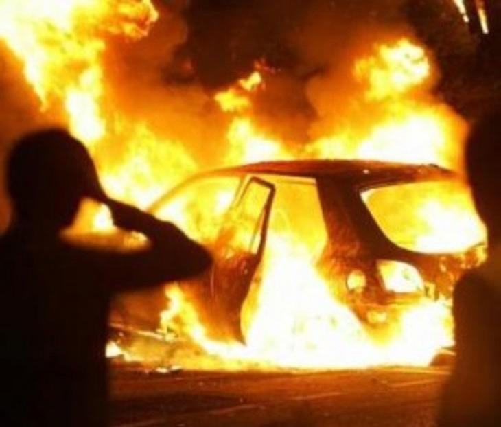 Auto in fiamme a Foggia