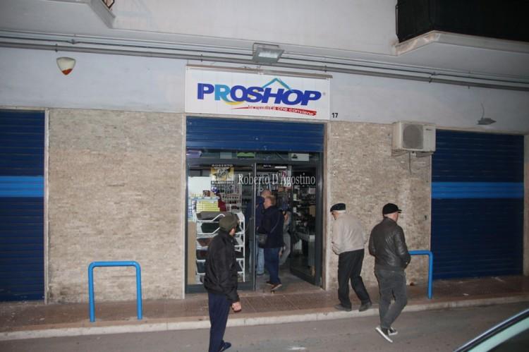 Il ProShop di via Zodiaco colpito da una bomba