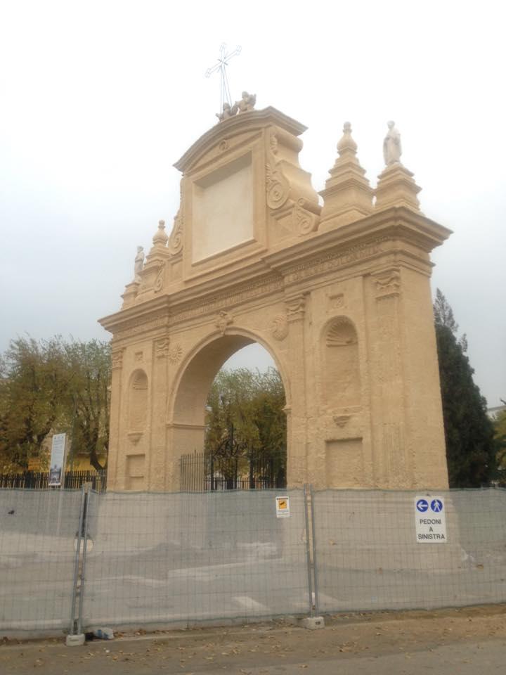 """La Chiesa delle Croci di Foggia """"gialla"""": il restauro andato male"""