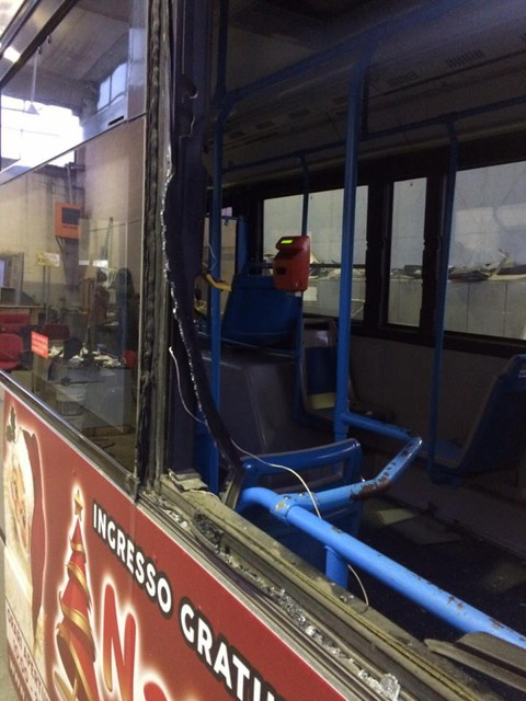 Autobus danneggiato dai tifosi dopo Foggia - Cosenza