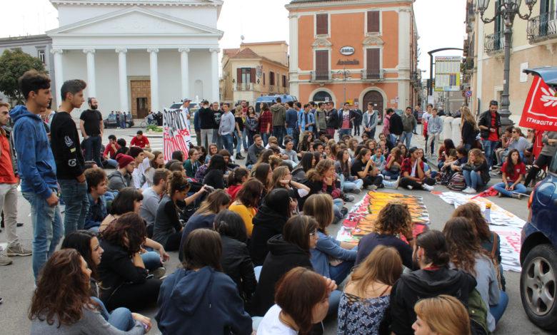 Studenti di Foggia in piazza a favore delle coppie gay e del ddl Cirinnà