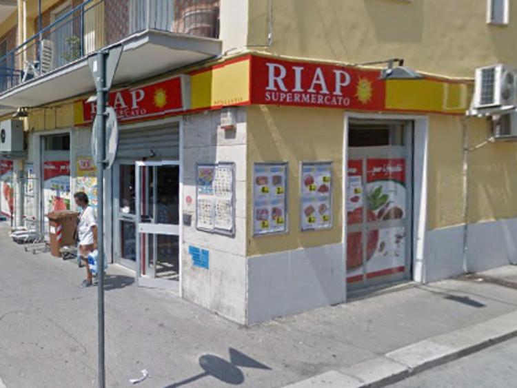 """Rapinato il supermercato """"Riap"""" di via Domenico Caldara"""