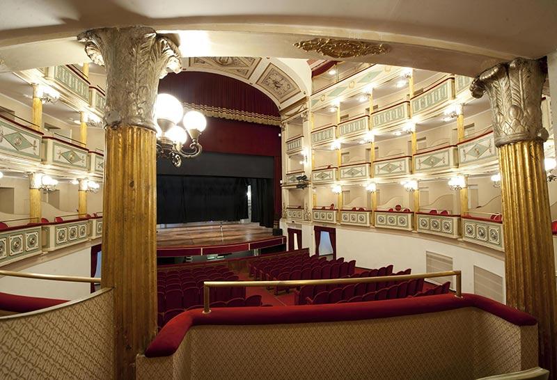 teatro-umberto-giordano-foggia-interno