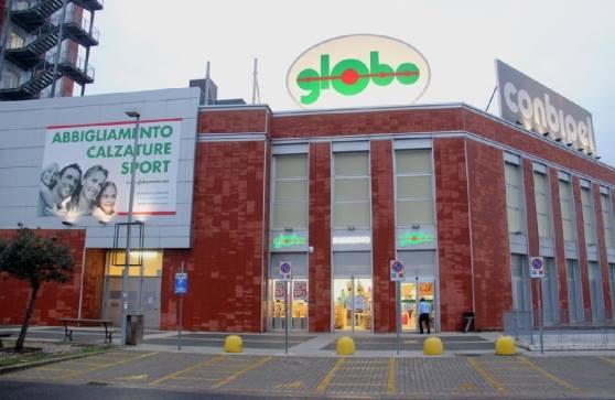 Giovedì inaugurazione del mega store \