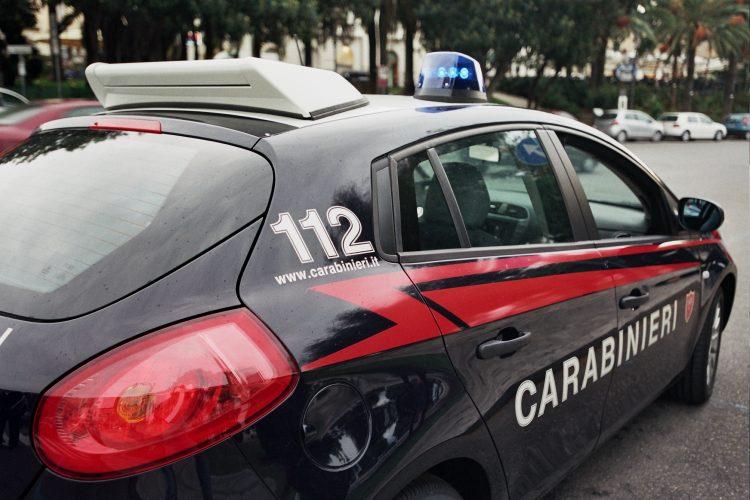 Andria: non si fermano all'Alt dei Carabinieri, arrestati due andriesi