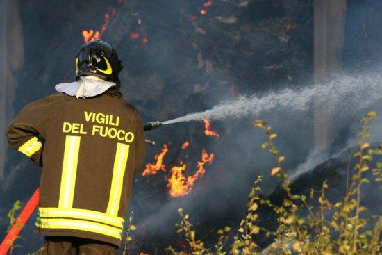 Esplode una fabbrica di fuochi d'artificio nel Foggiano: morto un operaio