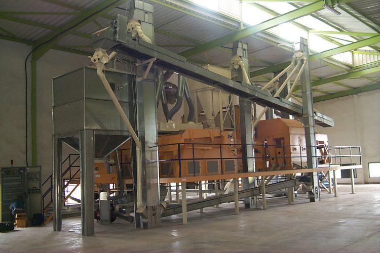 Cade nel silos durante le operazioni di pulizia, muore operaio di Monteroni