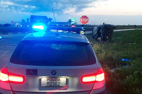 Tragedia in strada, incidente tra auto: morte due donne