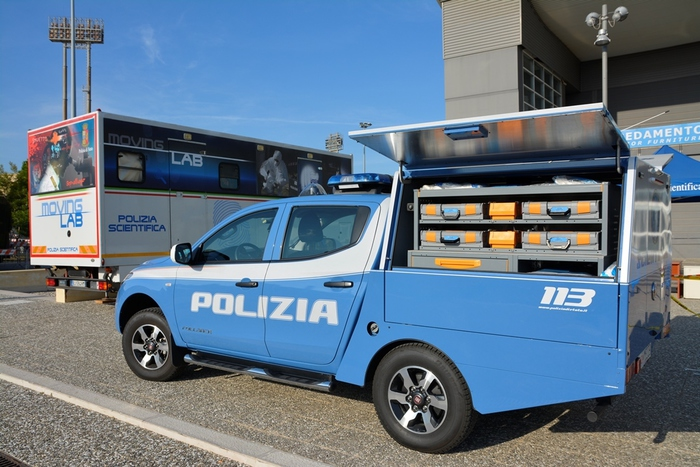 Polizia Presenta Fullback In Fiera Del Levante
