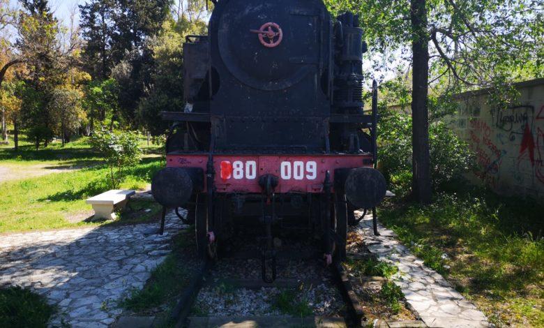 treno villa frontale