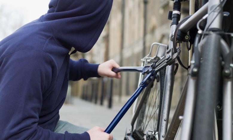foggia-ladro-bicicletta
