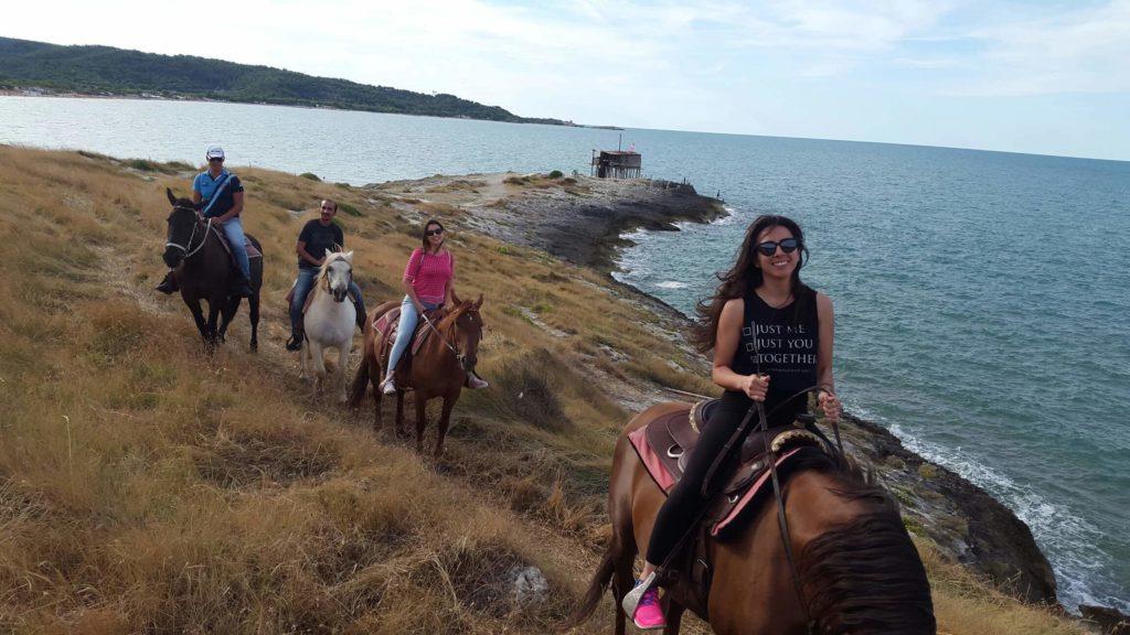 Dalla spiaggia alle lande impervie il Gargano segreto si scopre a cavallo
