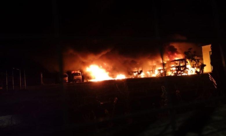 Incendio distrugge mezi raccolta rifiuti nel foggiano