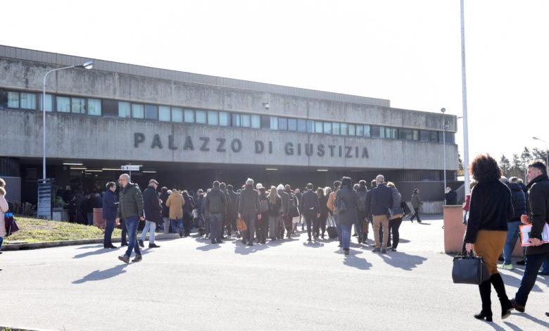 Foggia allarme bomba al tribunale foto Franco Cautillo