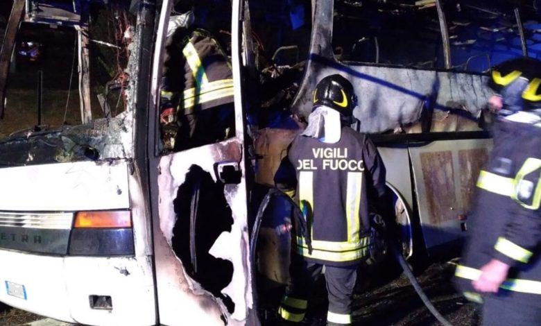 autobus-incendiato-pellegrini-san-pio