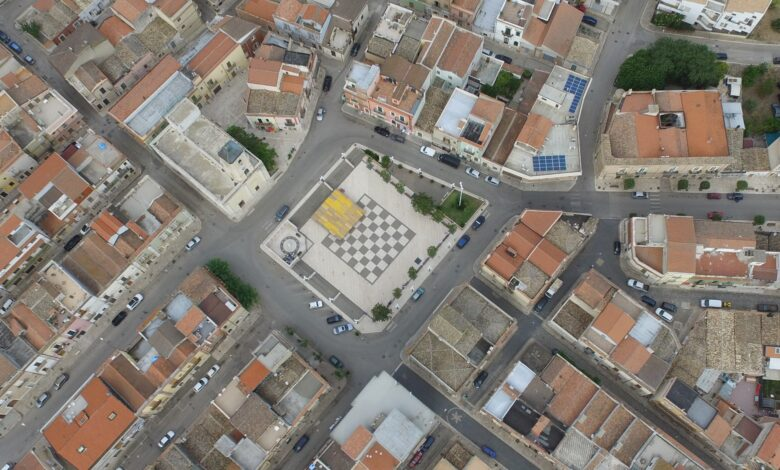 Photo of La damiera più grande d'Europa come piazza centrale di Poggio Imperiale