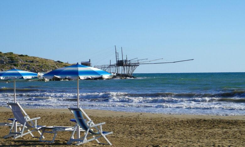 Photo of Acqua cristallina, sabbia dorata e un antico trabucco, benvenuti alla spiaggia di Molinella