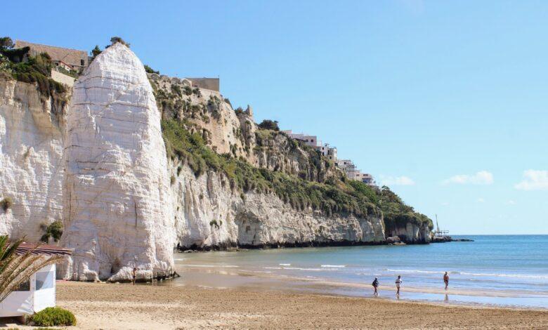 Photo of Spiaggia della Scialara, ai piedi del Castello Svevo di Vieste e all'ombra del romantico Pizzomunno