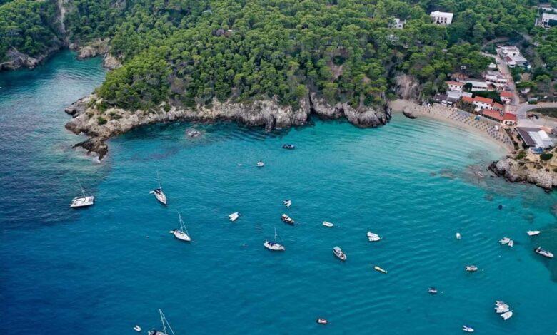 Photo of Cala delle Arene, sabbia bianca e mare cristallino sull'Isola di San Domino