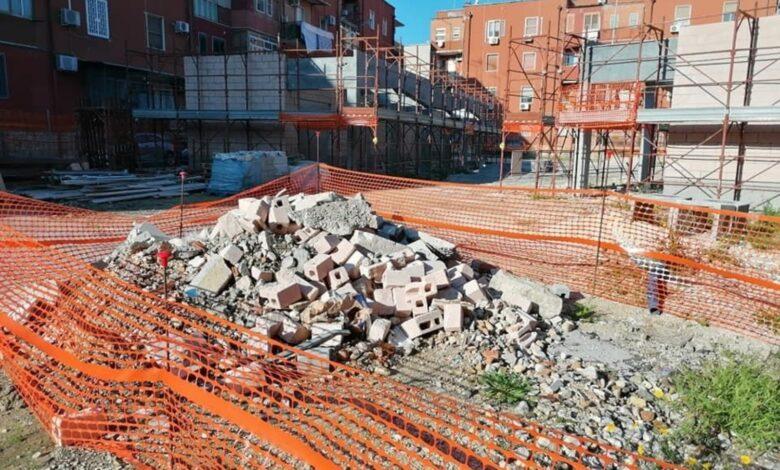 Photo of Mercato Candelaro di Foggia, dopo mesi non è cambiato nulla: erbaccia, immondizia e tanti disagi