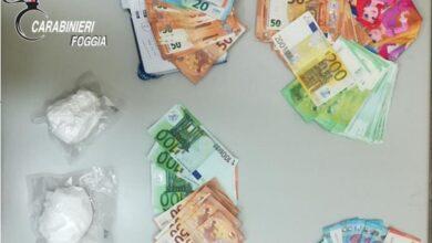 Photo of In auto con 200 grammi di cocaina e nascondeva in casa 15mila euro: un arresto nel Foggiano