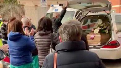 Photo of L'ultimo commovente saluto a Luigi, infermiere del 118 in servizio a Lucera portato via dal Covid