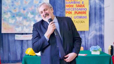 Photo of Scuole in Puglia, nuova ordinanza di Emiliano