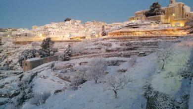 """Photo of Scuole chiuse a Monte Sant'Angelo, sindaco: """"Nel rispetto delle norme anti-Covid portate i bambini a giocare con la neve"""""""
