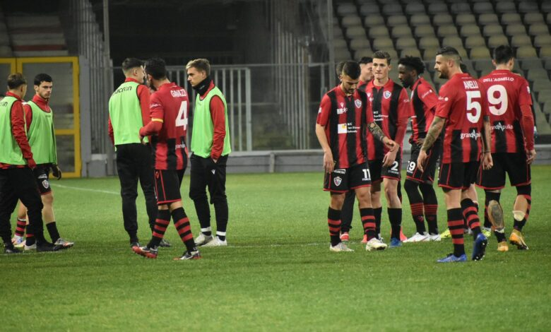Photo of Allo Zaccheria vince la noia. Foggia-Teramo 0-0