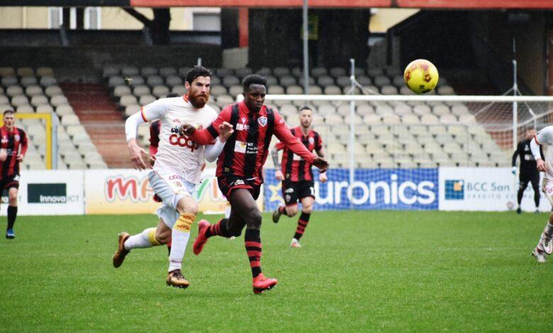 Photo of Foggia-Catanzaro 0-2. Battuta d'arresto per i rossoneri