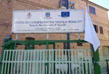 """Photo of A Biccari sventola bandiera bianca sulla scuola: """"Tregua, un po' di serenità per bambini e ragazzi"""""""