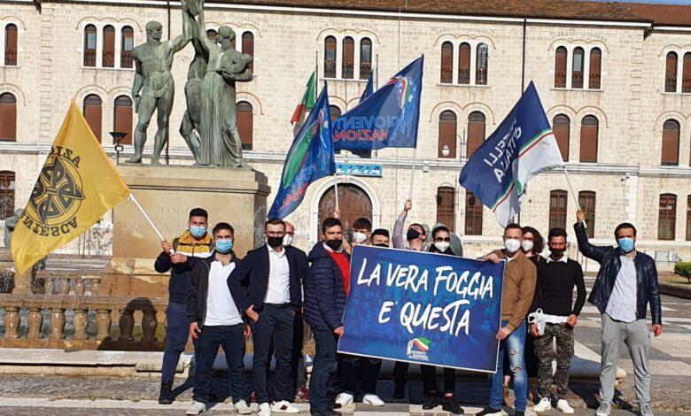 """Photo of """"La vera Foggia è questa"""": i ragazzi di Gioventù Nazionale in piazza per difendere la città"""