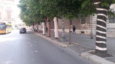 Photo of Foggia si prepara al Giro d'Italia, su Corso Garibaldi spunta iClaque: ecco l'installazione artistica e sociale