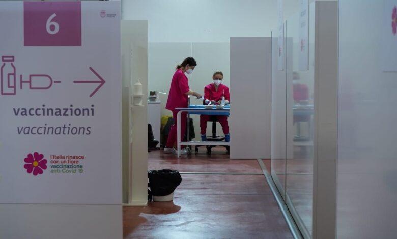 Photo of Fino ad oggi gli over60 senza fragilità potranno essere vaccinati senza prenotazione nell'hub della Fiera di Foggia