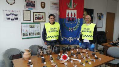 Photo of Agenti di Polizia Locale recuperano reperti archeologici trafugati durante scavi illeciti nel Foggiano