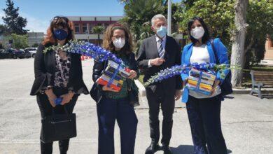 """Photo of Associazione """"I fiori blu"""" dona i 20 volumi candidati all'edizione 2021 del Premio Letterario Nazionale al Riuniti"""