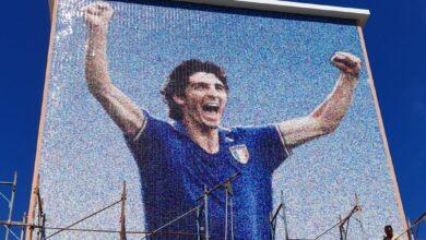 Photo of Foggia, le braccia al cielo e il sorriso di Paolo Rossi in un mosaico gigante su una palazzina