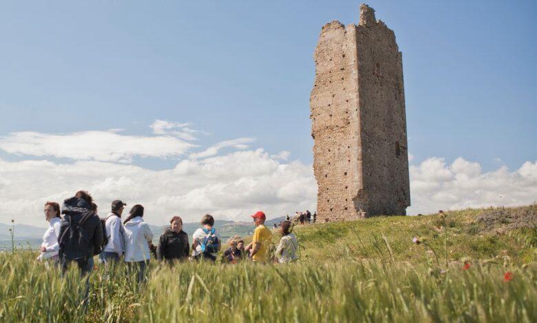 Pietra la torre del sito archeologico di Montecorvino