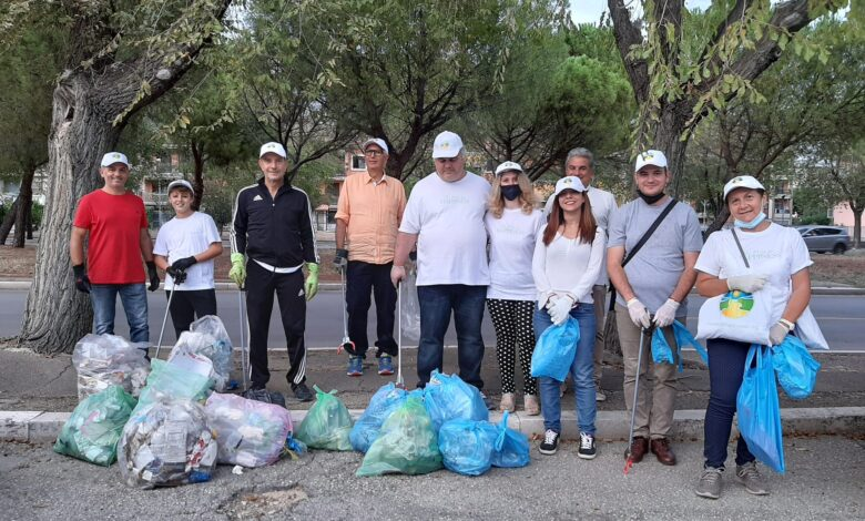 volontari puliscono foggia rifiuti