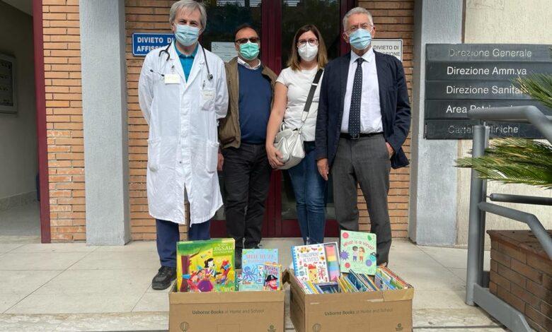 Photo of Donati libri per i piccoli pazienti della Pediatria del Policlinico Riuniti di Foggia